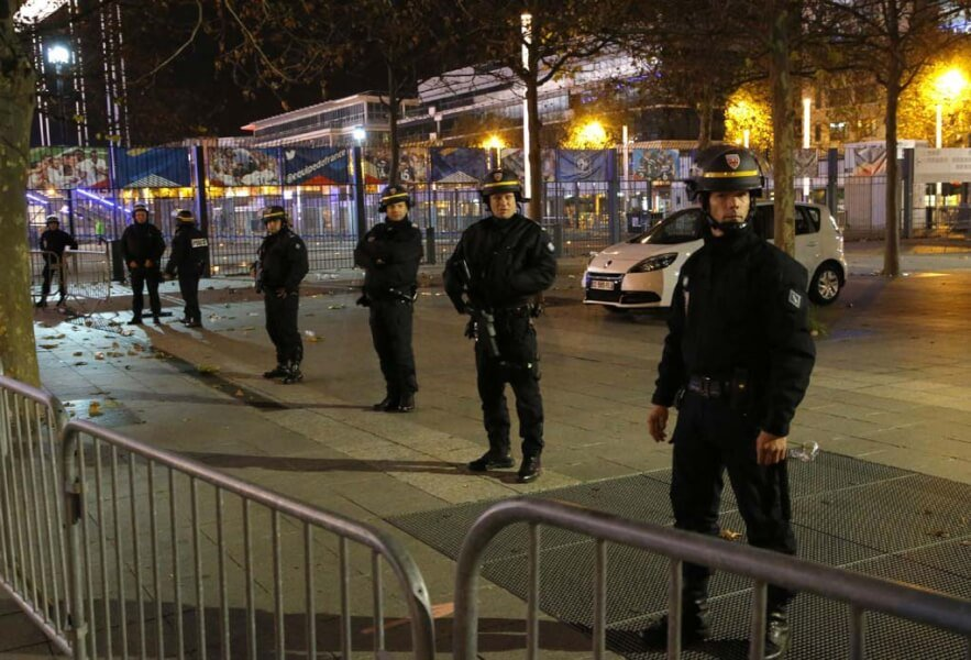 CORONA CURFEW Paris in a state of emergency