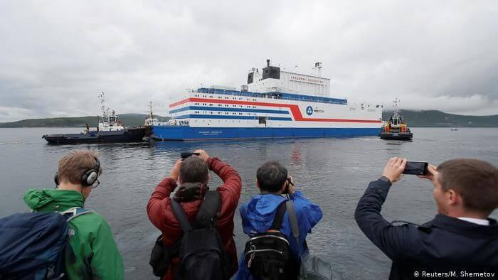 "The Russian floating nuclear power plant ""Akademik Lomonossow"" sets sail"