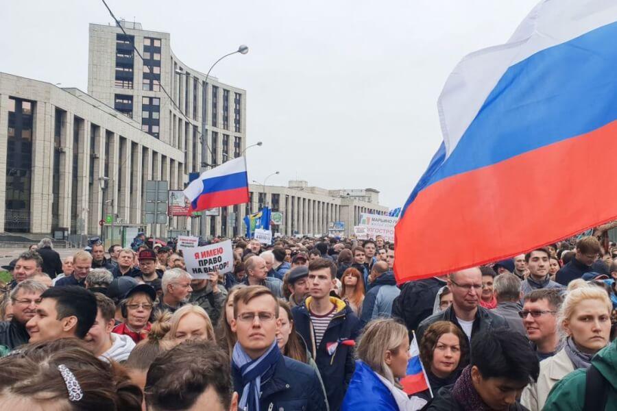 Russia - protests against curfews - politics