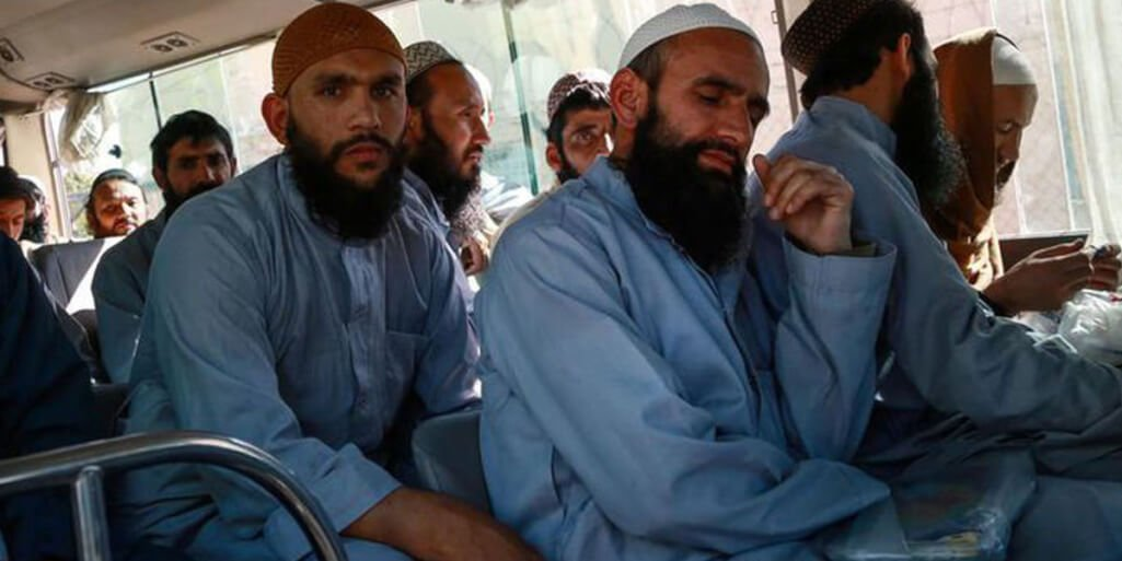 Afghan authorities release 900 Taliban detainees