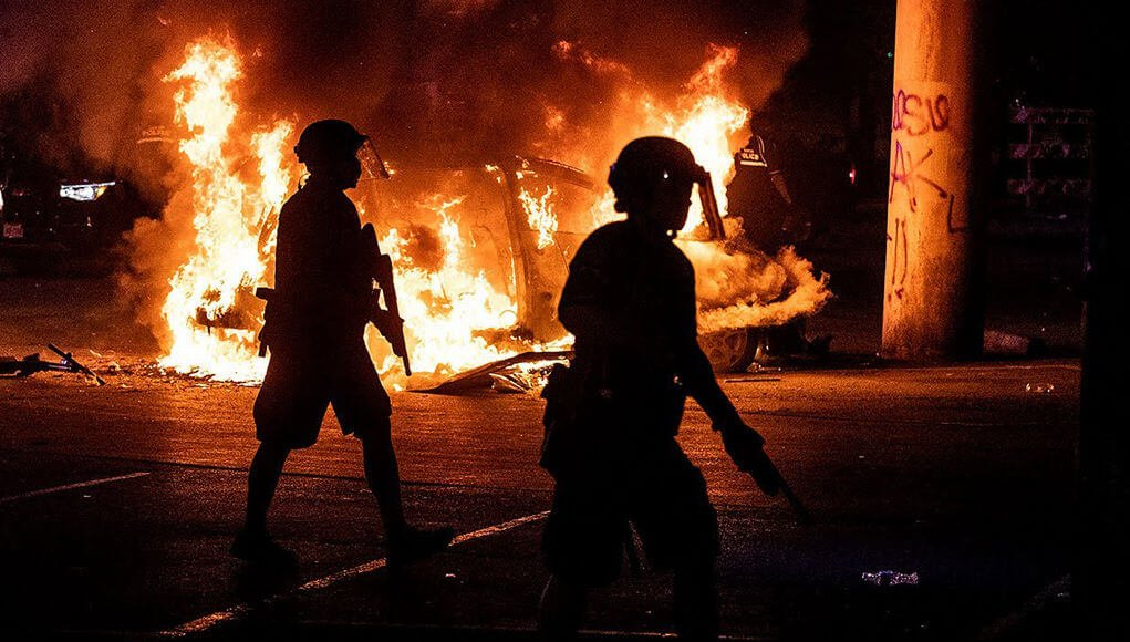 Riots in front of the White House on a night of fury in the US